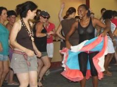 Pistlerde Kübalılarla aşık atabilen tek dansçımız..