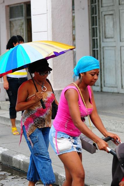 Küba'da sokaklar alabildiğine özgür, insanlar alabildiğine rahat..