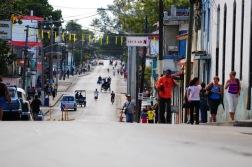 Küba'da her cadde, her sokak insan dolu..