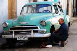 Her Kübalı şoför bir motor ve kaporta ustasıdır..