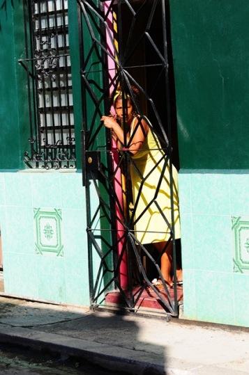 Küba'da hayat evlerden sokaklara taşıyor..