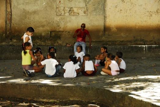 Küba sokakları çocuk dolu.. Suç örgütleri yok, trafik korkusu yok..