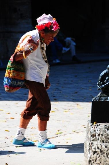 Gencinden yaşlısına tüm kadınlar bir süslü, bir rengarenk..