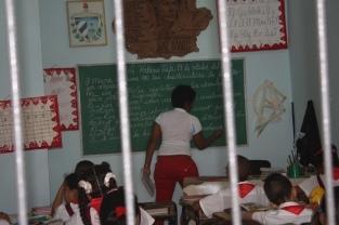 En güzel binalar okul olarak kullanılıyor Küba'da..