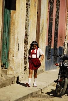 İlkokulKüba'da ilköretim zorunlu, kıyafetler dahil herşey devlet tarafından karşılanıyor.