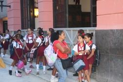 İlkokulÖğrencileri çok gezdiriyorlar, sürekli gruplar halinde görmek mümkün oldu.
