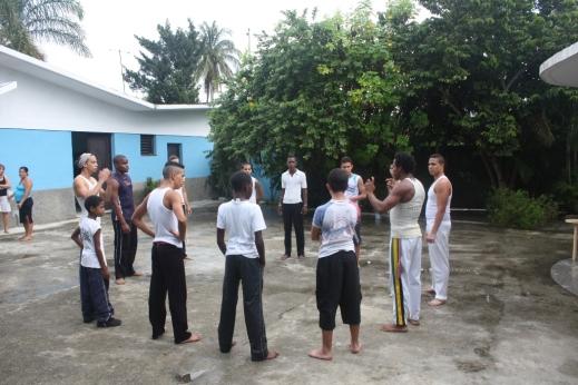 Kültür merkeziDövüş sporları ve dans bir arada. Bir mahalledeki kültür merkezinde.