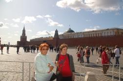 Kızıl Meydan.. Arkada SSCB'nin kurucusu Lenin'in mozolesi.