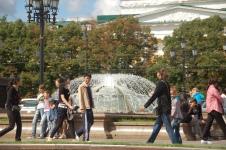 Eskiden Sovyetlerin dört bir yanından insanların bir araya geldiği kentte, şimdi dünyanın dört bir yanından insan var..