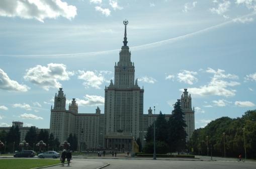 Moskova Üniversitesi. Stalin döneminde yapılan 7 dev binadan biri.
