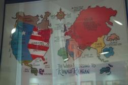 Moskova'daki bir müzeden. Ronald Reagan'a göre dünya.