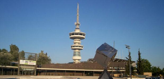 Bir saat içinde 360 derece dönerek tüm şehri izleme fırsatı veren, içinde kafe olan döner kule. Foto: komsudaneoluyor