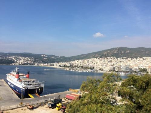 Kavala Limanı, şehir merkezi ve sahili. Foto: Onur