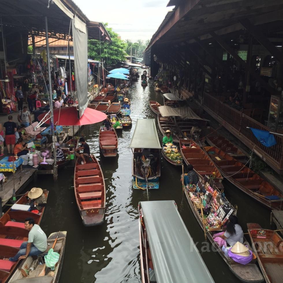 Bangkok yüzen çarşı