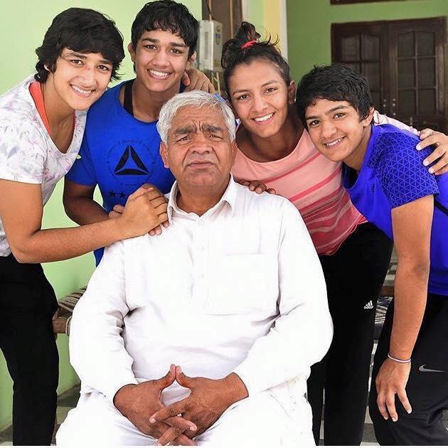 Geeta ve ailesi